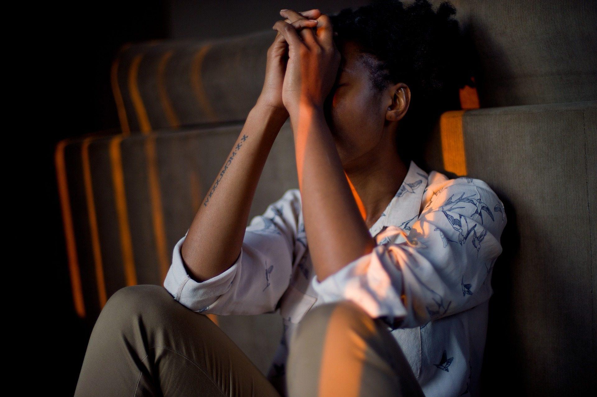 vrouw heeft last van burnout